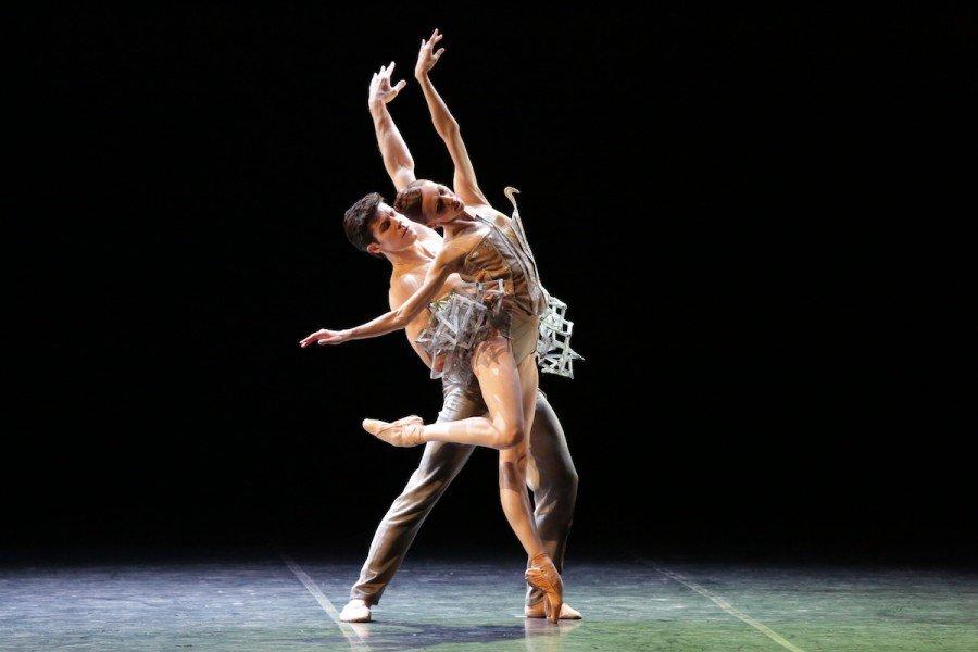 Roberto Bolle e Svetlana Zakharova in Progetto Handel con i costumi di Helena de Medeiros